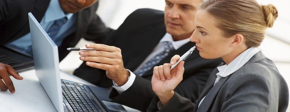 http://www.aek.com.sg/wp-content/uploads/business-people-around-computer-e1387221124416-1136x440.jpg